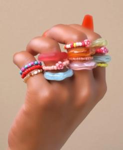 gekleurde ringen set, bloemen, sieraden, dames, accessoires, kralen, stretch, elastische ringen