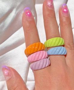 ringen set, gekleurde ringen, sieraden, zomer, accessoires, leuk, mooi, hars, plastic, resin, kunsstof